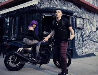 yoi-carrera-vuelve-a-los-oídos-de-los-amantes-del-reggaeton-con-purpura